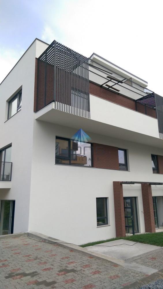 Apartament 3 camere de vanzare in Vila in Andrei Muresanu