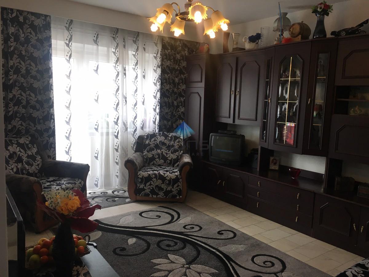 Apartament 3 camere de vanzare in cartierul Zorilor